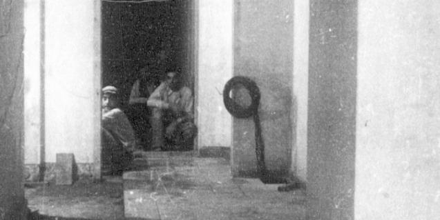 Trabajos en el interior de un refugio de Barcelona. Fondo Ramon Perera. Archivo Abadía de Montserrat