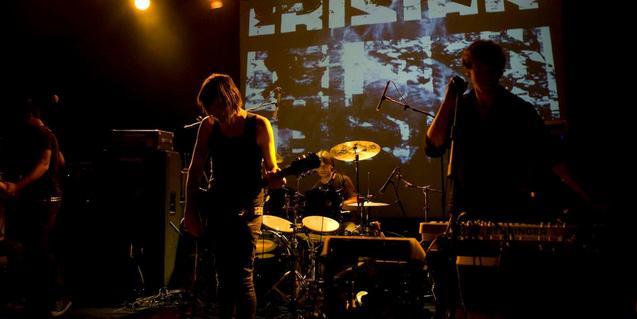 Los integrantes de la banda Erisian en plena actuación