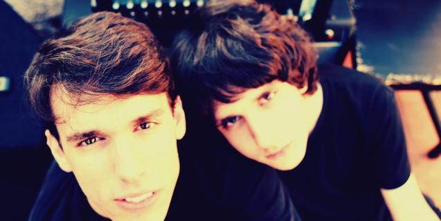 Retrato de los dos integrantes de esta banda de grunge