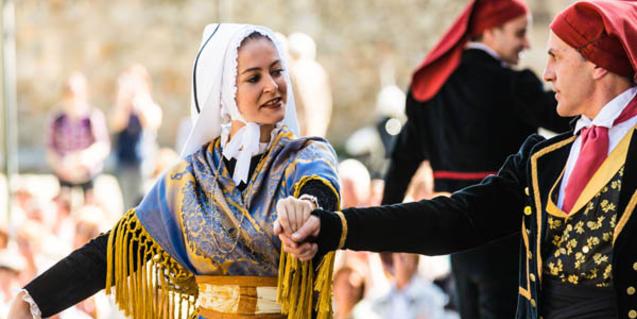 El Esbart Ciutat Comtal actuará en el Mercat de les Flors con 'Acròstic'