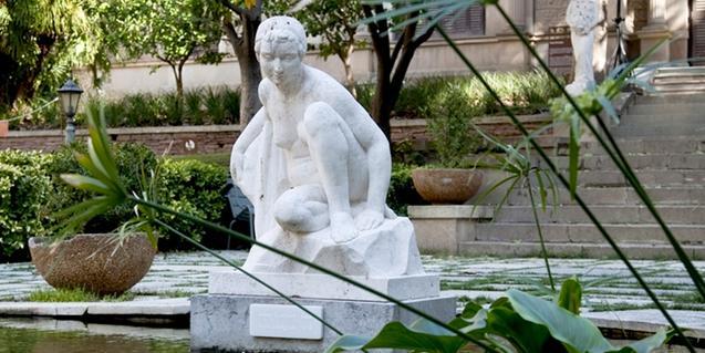 Una de les escultures situada en els jardins de Julio Muñoz Ramonet
