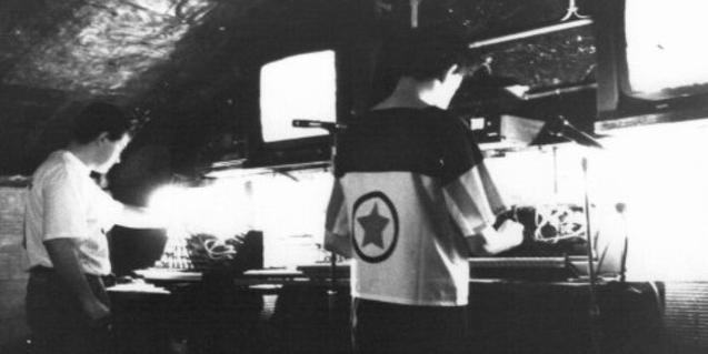 Una imagen en blanco y negro de la banda