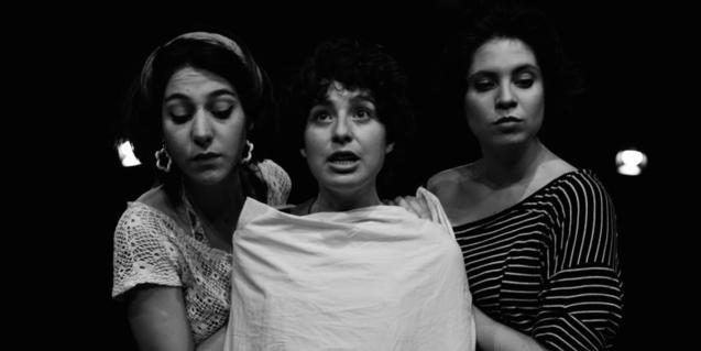 Retrat en blanc i negre de les tres germanes protagonistes