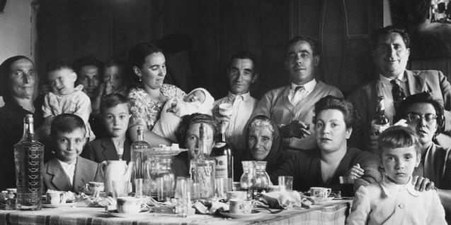 Un retrat en blanc i negre d'una família de principis del segle XX