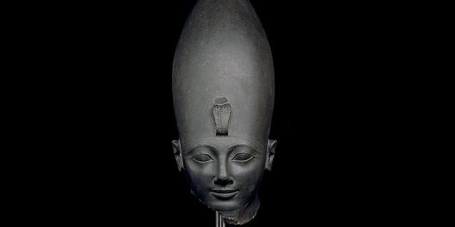 Cabeza de limolita verde del faraón Tutmosis III, c. 1479-1457 a.C. Karnak, Tebas, Egipto. © Trustees of the British Museum