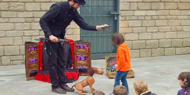 Espectacle de titelles al carrer