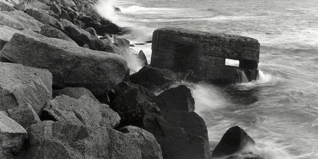 La exposición Huellas está formada por fotografías de Rivas sobre los rastros de la Guerra Civil