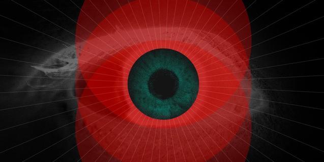 Fotografia de primer pla d'un ull humà amb un toc de pintura