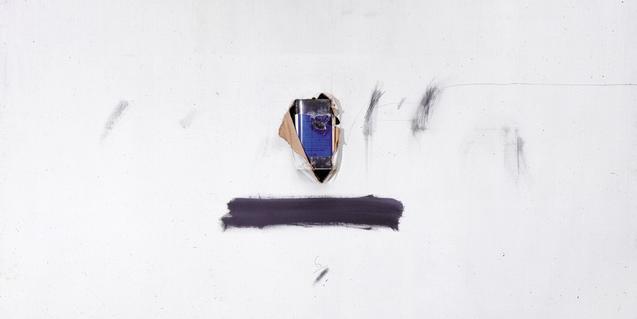 Una de las obras de Antoni Tapies que forman parte de la exposición