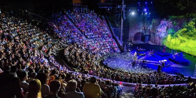 Una imagen del Teatre Grec lleno de espectadores