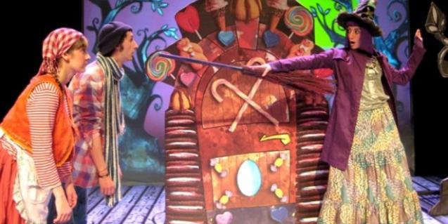 Fotografia de l'espectacle amb els protagonistes a escena