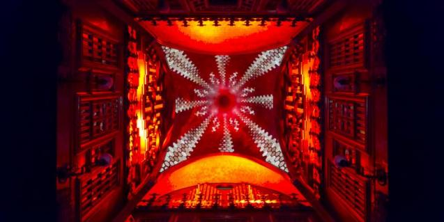 Picture of the Parabòlic Gaudí projection mapping