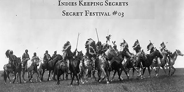 Un grup d'indis nord-americans muntant a cavall en el cartell que anuncia el festival