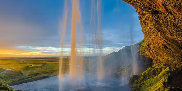 Imagen de un salto de agua en Islandia