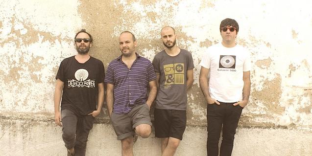 Retrato de los componentes de la banda barcelonesa It's not not