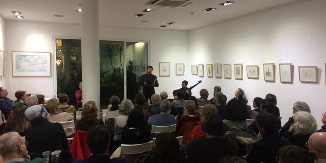 Una imatge de l'acte de poesia i música dedicat a Petrarca a la llibreria Jaimes