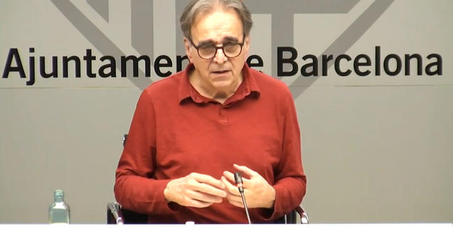El regidor Joan Subirats durant la sessió en línia per a respondre preguntes de la ciutadania