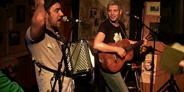 Retrato de Joan Garriga y Madjid Fahem en plena actuación
