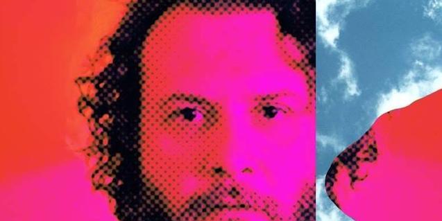 Un collage amb un retrat de l'artista combinant colors diversos