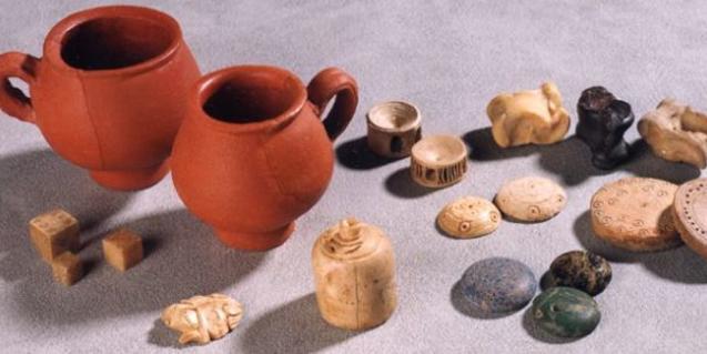 Ceràmica i peces de jocs de l'època romana