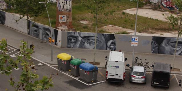 Un grafiti en un carrer del bari del Poble