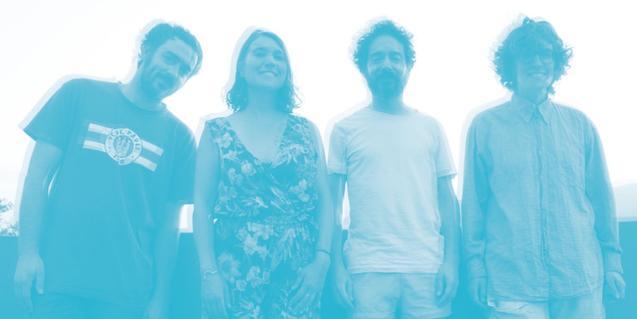 Una imatge manipulada en tons blaus i desdibuixada dels quatre components del grup