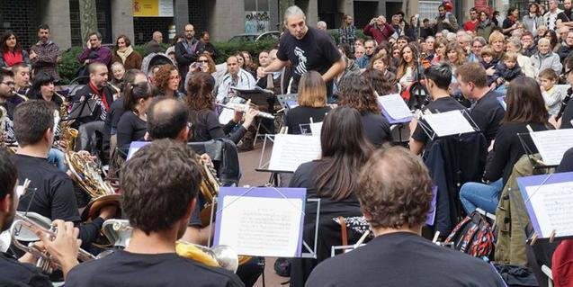 A street performance by 'La Valenciana'