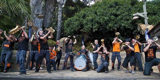La Banddarra tocar a la plaça Nova per les festes de Sant Roc