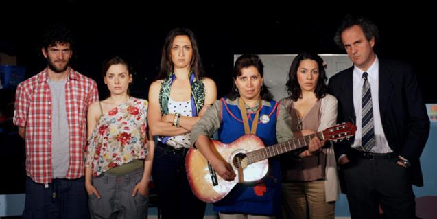 Retrato de grupo de los intérpretes de este montaje teatral