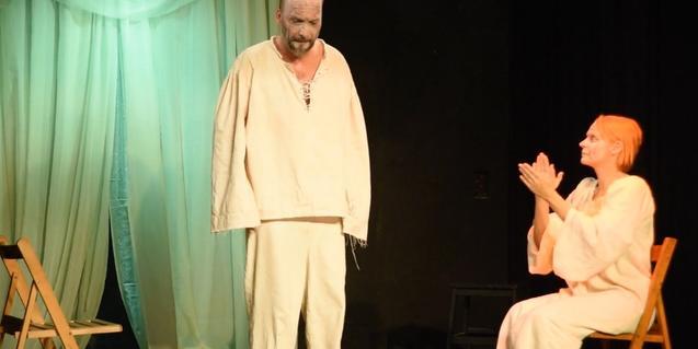 Un moment de l'espectacle, amb els dos personatges protagonistes
