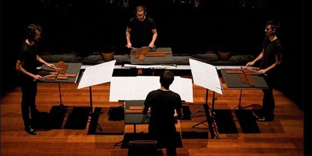 Els músics d'aquesta formació de música contemporània durant un concert