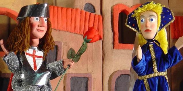 Titelles de Sant Jordi donant una rosa a la princesa