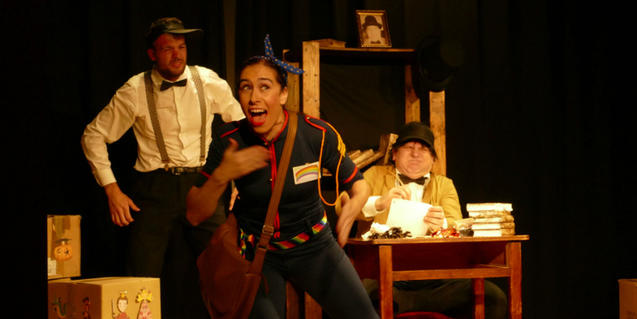Fotografía del espetáculo, los actores arriba del escenario