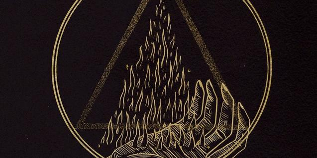 Un dibujo esotérico en negro y rojo con una mano de la que salen llamas