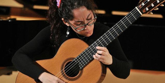 The guitarist and Doctor Maria Ribera Gibal organizes the Guitar Days