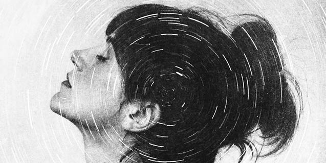 Retrato en blanco y negro de la cantante con una serie de círculos concéntricos superpuestos