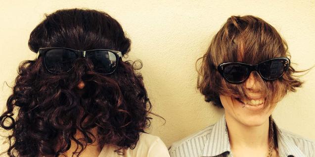 Les integrants d'aquesta banda barcelonina amb les cares completament cobertes pels seus cabells pentinats a l'inrevés