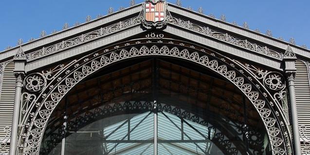 Detalle de una de las fachadas del mercado del Born
