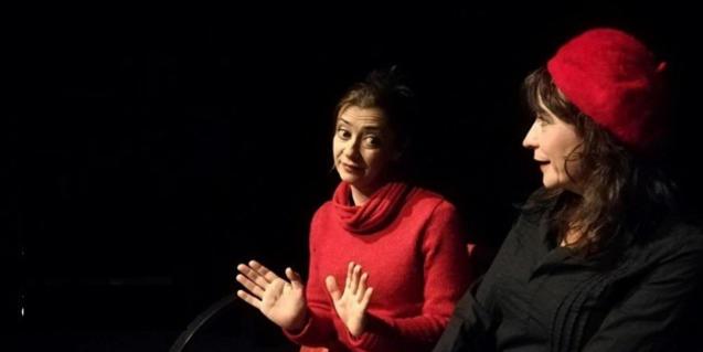 Las dos actrices protagonistas durante la función