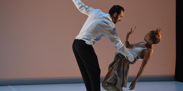 Sébastien Ramirez y Honji Wang interpretando una coreografía