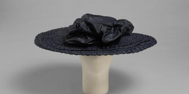Un dels barrets dissenyats per Balenciaga que aquest es podrà veure al Museu del Disseny. © Cristóbal Balenciaga