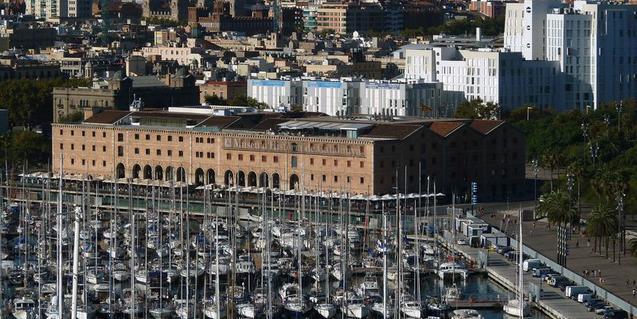 En primer término el Palau de Mar, sede del Museu d'Història de Catalunya