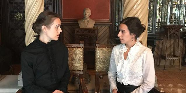 Two actresses playing the parts of Teresa Amatller and Mercedes Garí at Casa Amatller