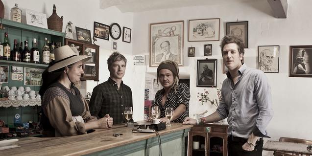Retrato de los componentes de la banda norteamericana de indie rock