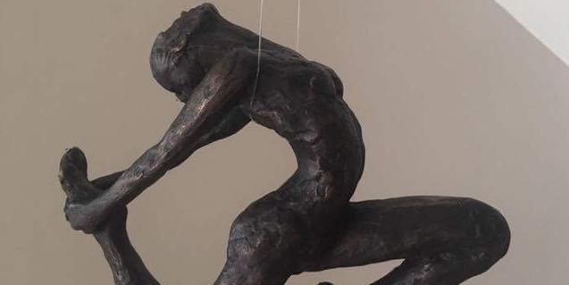 Una de las esculturas que se muestran en la exposición