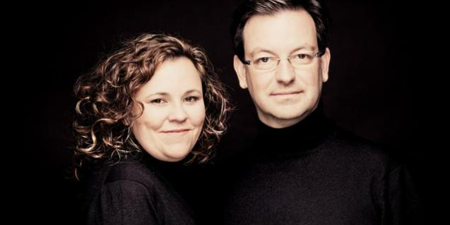 Una imatge dels dos components de Nexus Piano Duo, que actuen properament al Palau de la Música