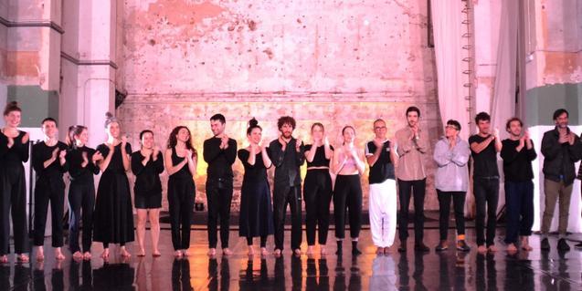 Una de les últimes trobades a NunArt Guinardó abans de l'inici de la pandèmia amb l'escenari ple d'artistes