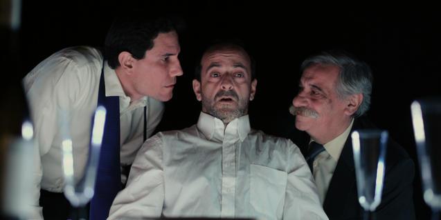 Una escena de l'obra 'El sopar', de la companyia Los Sueños de Fausto