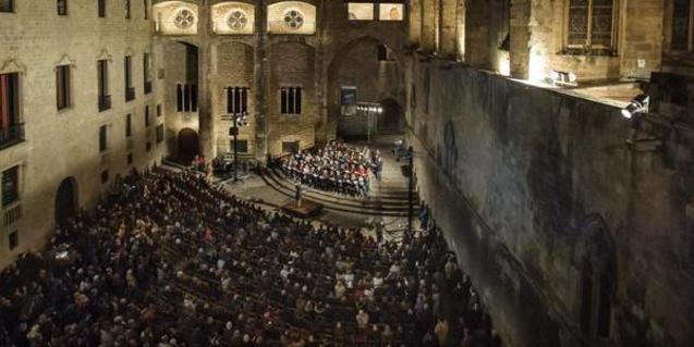 Imagen aérea de una edición anterior del concierto que el Orfeó Català ofrece cada año en la plaza del Rei