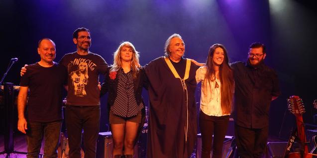 Os Mutantes al final d'un concert recent